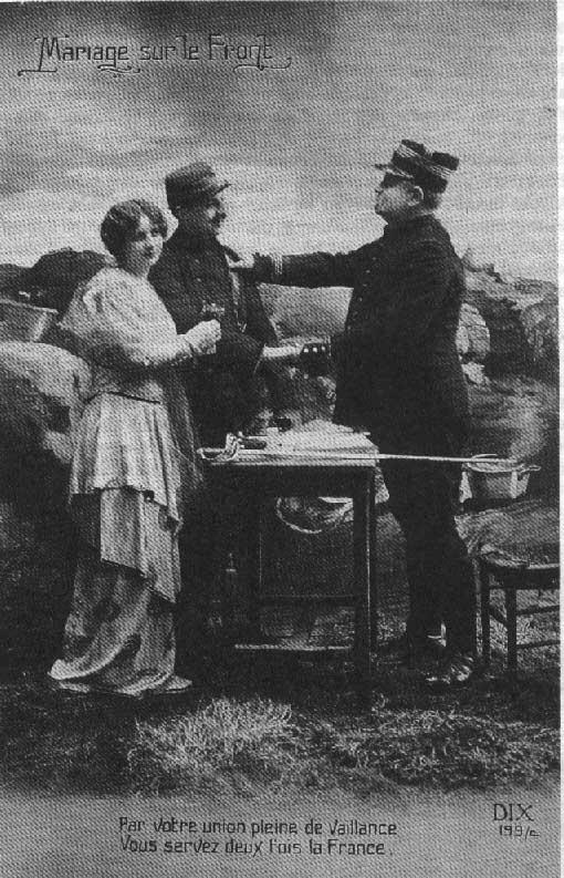 """""""Mariage sur le Front"""". Oficial casando, en el frente a un soldado uniformado con su pareja"""